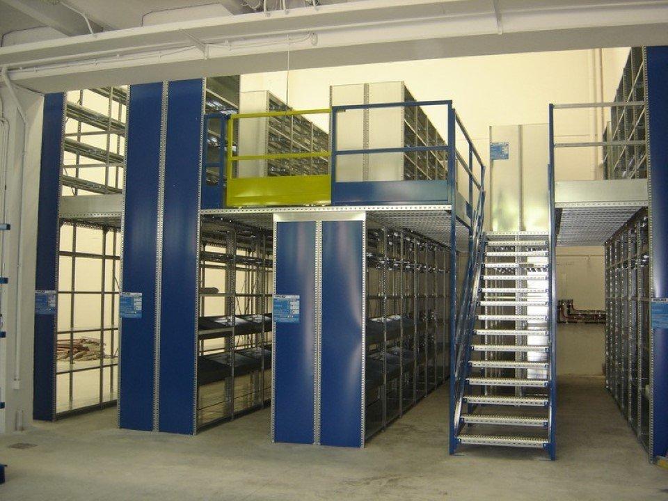 Scaffalature A Soppalco.Soppalchi Scaffalature Arredamenti Aziendali E Commerciali